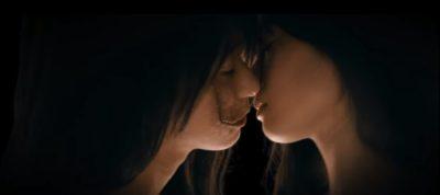 芳根京子さんと土屋太凰さんのキスシーン